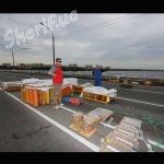 Подготовка к фейерверку в Днепропетровске на Центральном мосту
